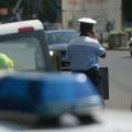 Dâmboviţa: Reţinut de poliţişti, după ce a furat o maşină şi a abandonat-o în Târgovişte
