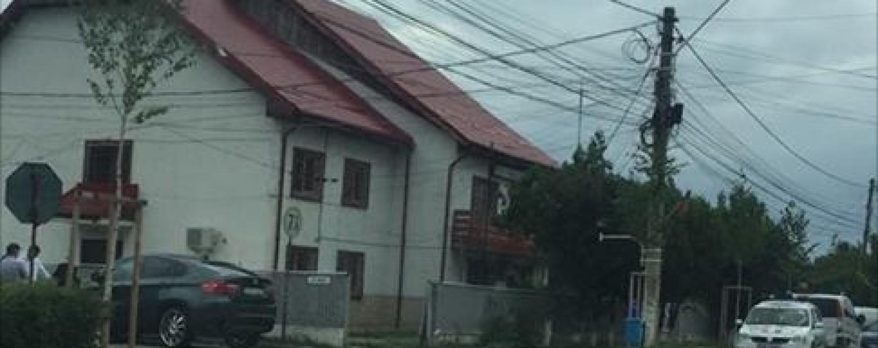 Scandal în curtea Poliţiei Titu, o maşină de Poliţie avariată