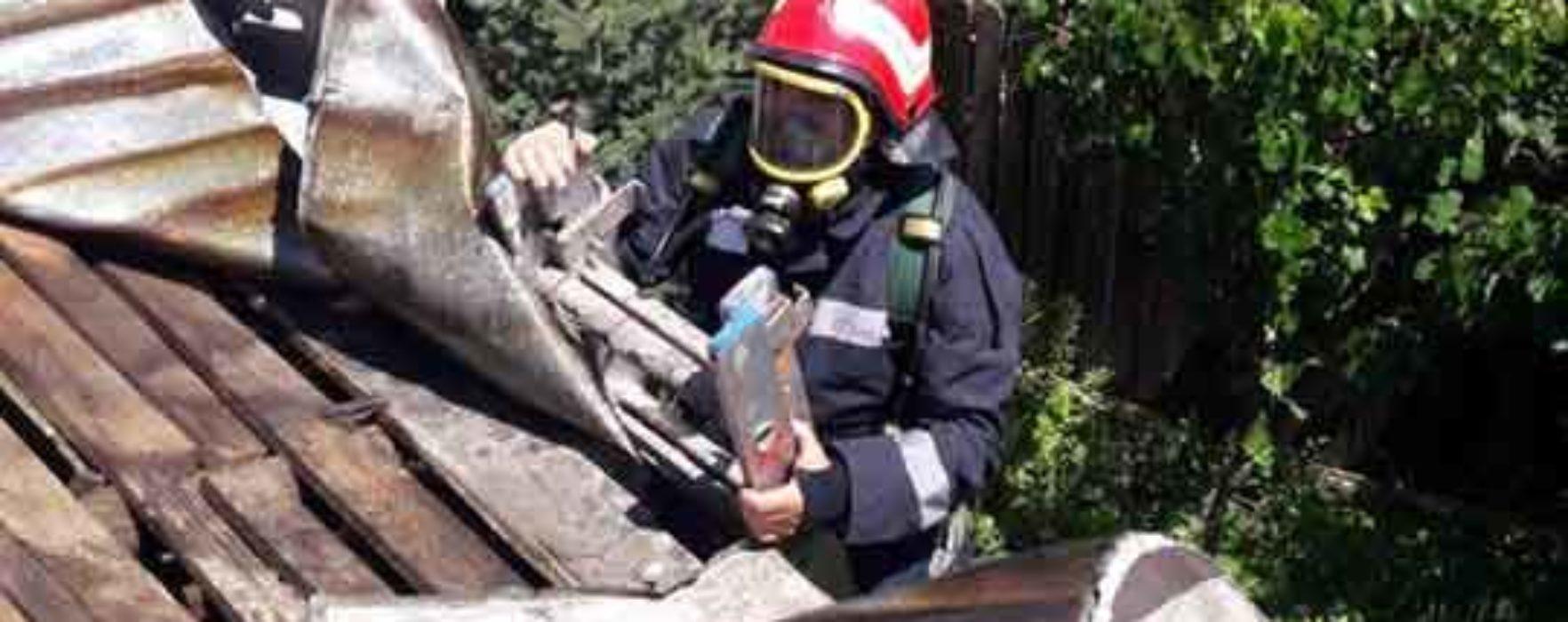 Dâmboviţa: Incendiu la o casă în Corbii Mari, exstins la alte două din apropiere
