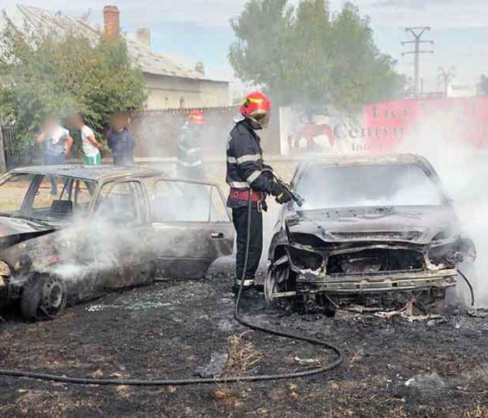 Dâmboviţa: Două maşini au ars, în timp ce se încerca transferul de combustibil de la una la alta