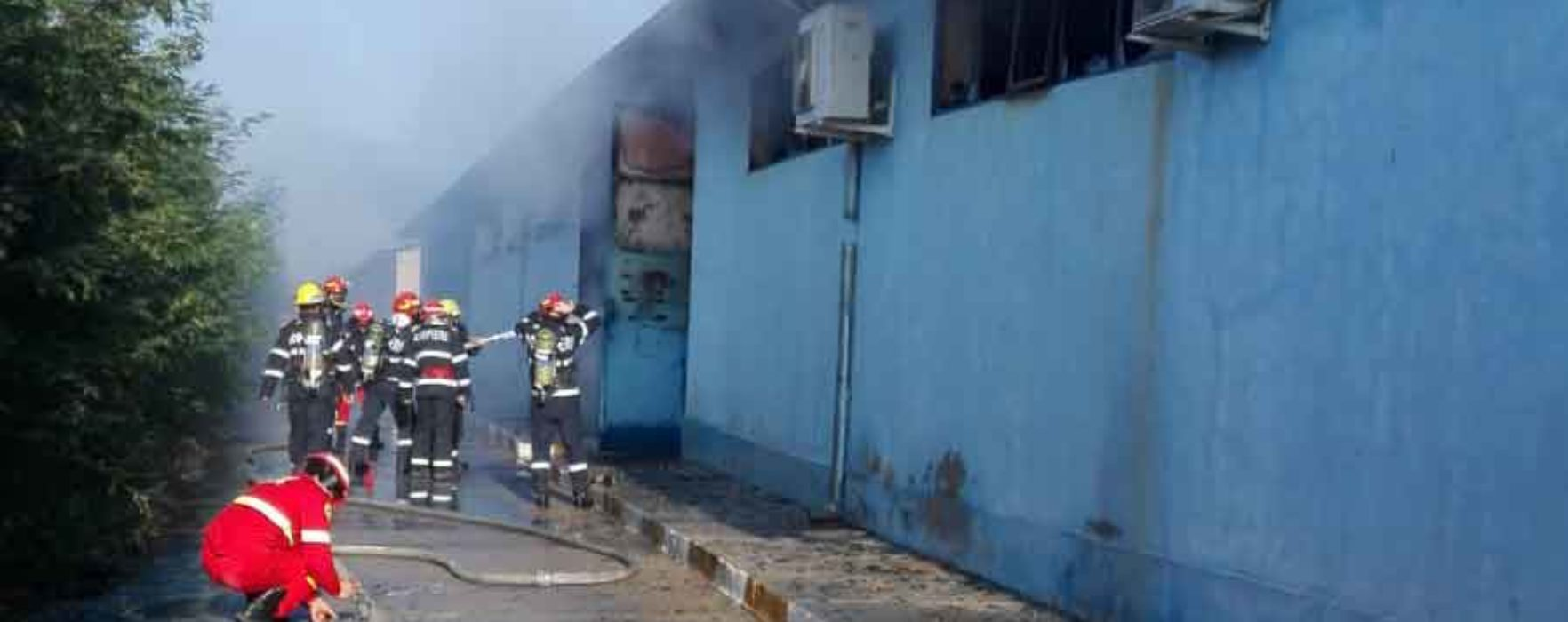 Dâmboviţa: Incendiu la un depozit de substanţe chimice din Butimanu, mesaj RO-Alert