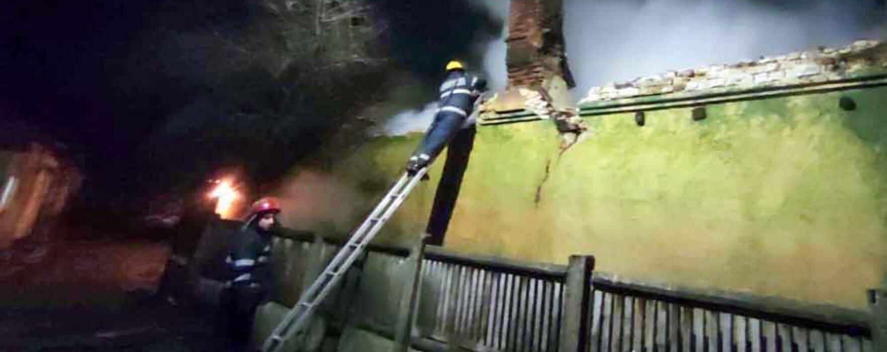 Dâmboviţa: Incendiu la o casă din Crângurile, un bătrân de 85 de ani a fost găsit mort