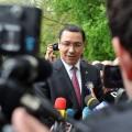 Victor Ponta, baie de mulţime la Nucet