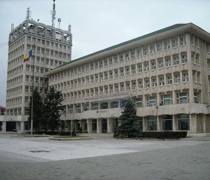 Mai mulţi şefi de instituţii din Dâmboviţa vor fi înlocuiţi; vezi care sunt cei vizaţi