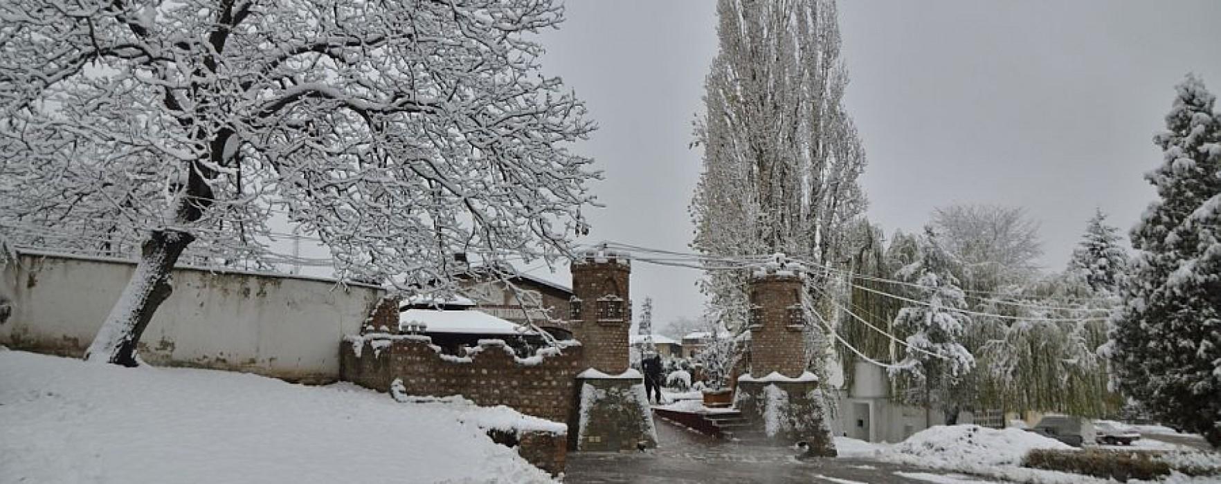 Dâmboviţa: De sâmbătă reîncep ninsorile