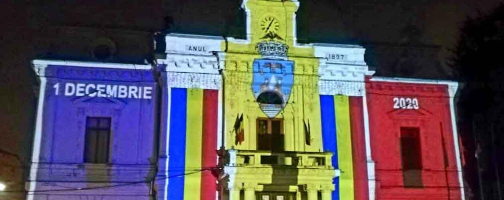 Primăria Târgovişte, luminată în culorile tricolorului de 1 Decembrie