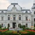 Percheziţii la Primăria Târgovişte, trei persoane reţinute