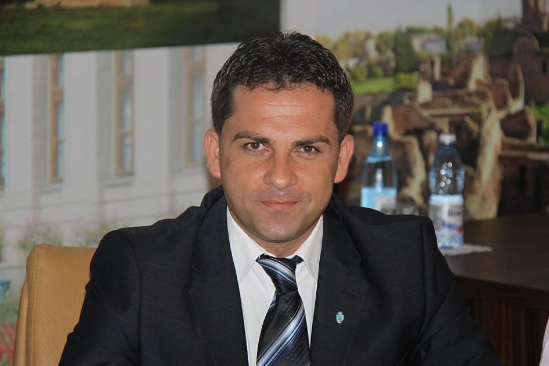 Ciprian Prisăcaru îşi anunţă pe facebook demisia din fruntea PNL Târgovişte