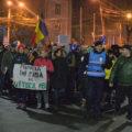 Aproximativ 500 de persoane au protestat, duminică, pe străzile Târgoviştei; jumătate faţă de ziua anterioară