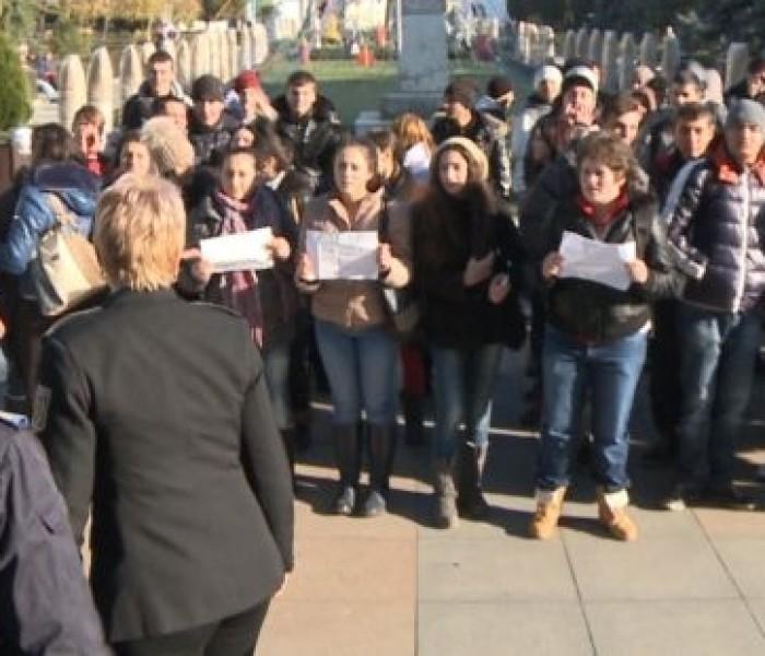 Protest spontan al elevilor de la Liceul Ion Heliade Rădulescu din Târgovişte, din cauza frigului din clase