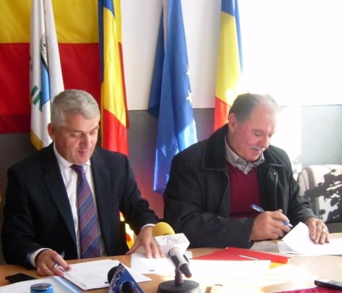 Protocol de colaborare pentru atragere de fonduri europene, semnat de preşedinţii consiliilor judeţene Argeş şi Dâmboviţa