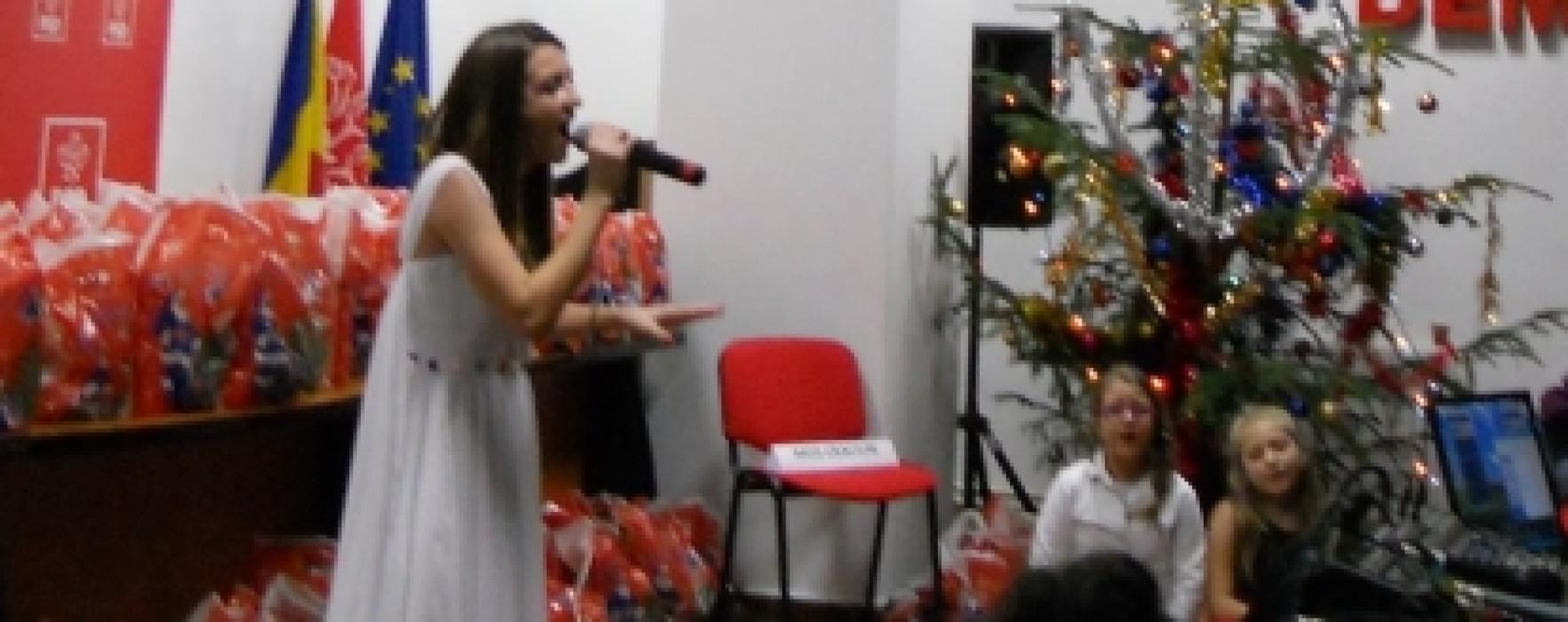 Moş Crăciun a venit la sediul organizaţiei de femei PSD Târgovişte