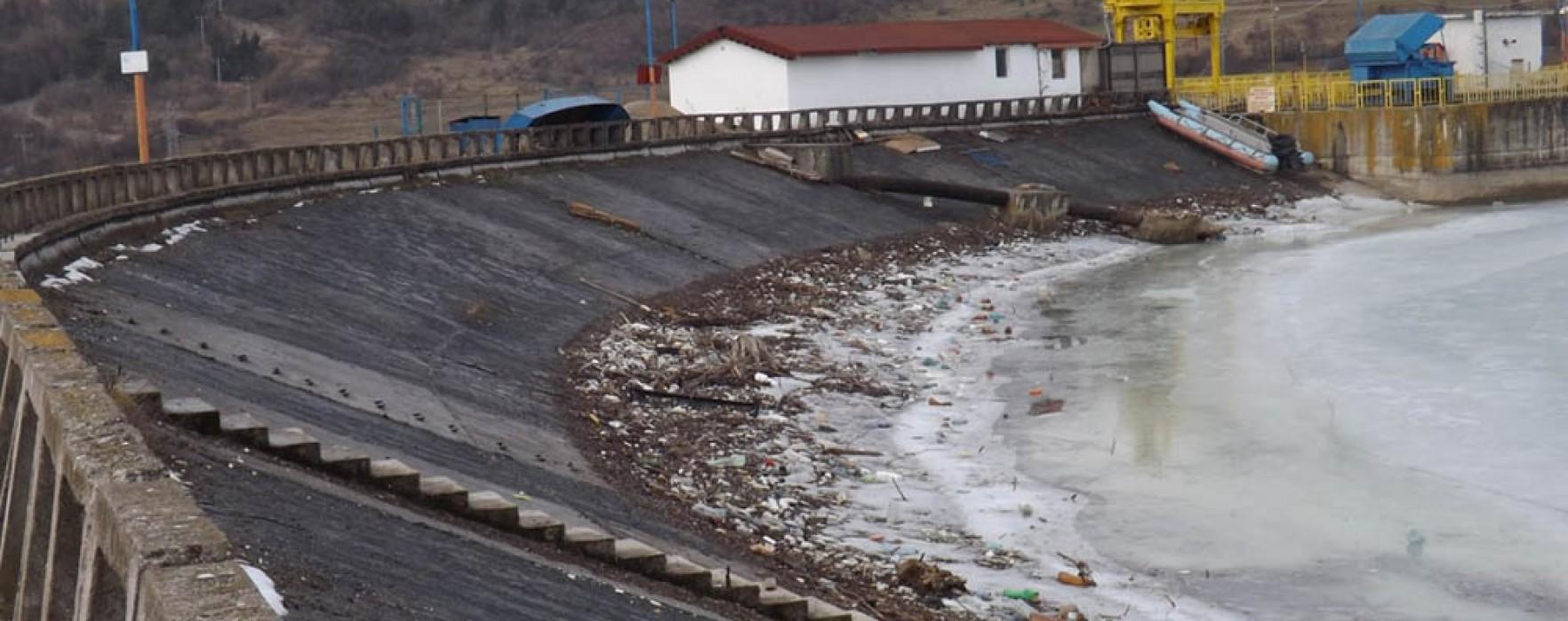 Compania de Apă Dâmboviţa: Poluare masivă a apelor de suprafaţă care vin în barajul Pucioasa