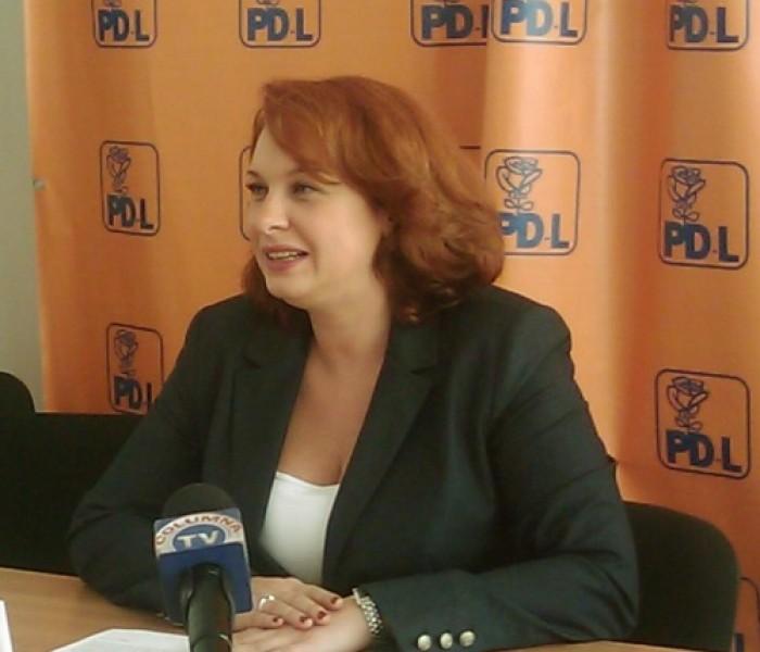 Raluca Rus (PDL): Pe domnul Ţuţuianu nu îl văd decât strângând mâini, zâmbind frumos, dând din cap şi tăind panglici