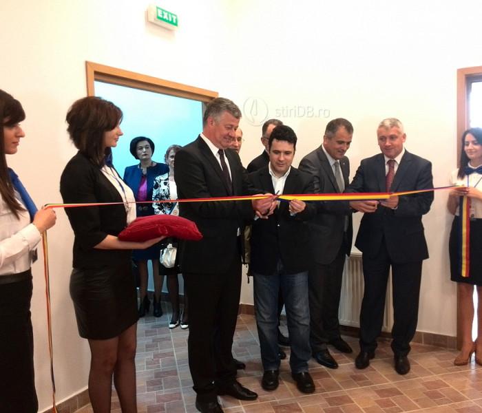 Ministrul Educaţiei, Remus Pricopie, prezent la Târgul 'Tinerii întreprinzători din mediul virtual' de la Priboiu