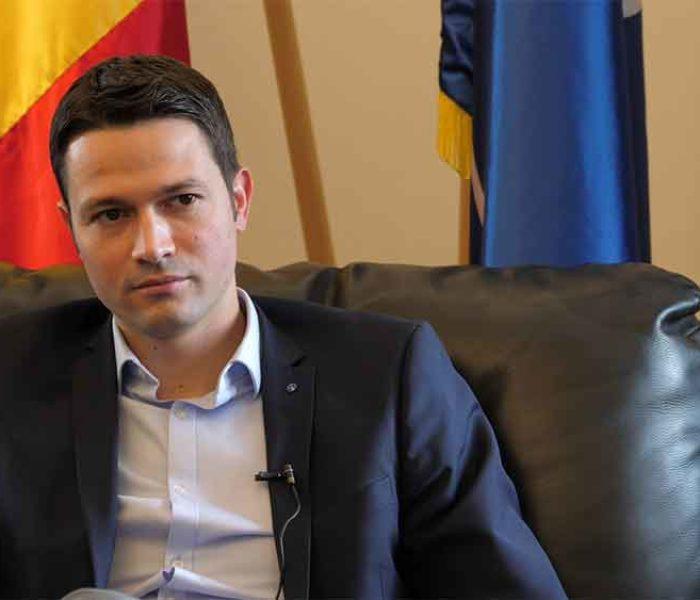 Secretarul general al PNL, Robert Sighiartău: Pentru Klaus Iohannis au semnat cei mai mulţi români: peste 2.200.000 de semnături