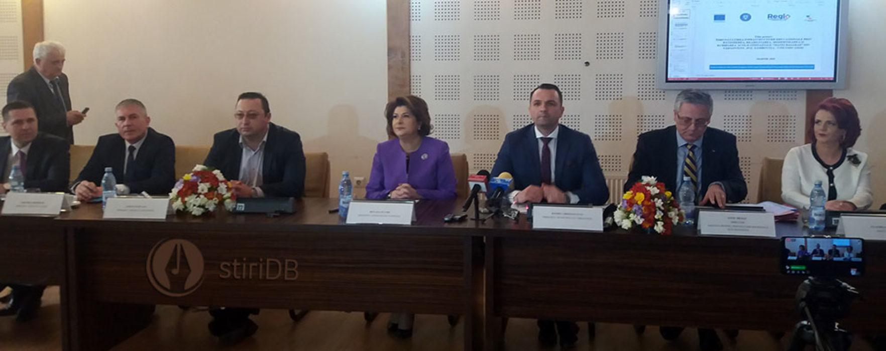 Proiecte cu fonduri europene, semnate la Primăria Târgovişte în prezenţa ministrului Rovana Plumb