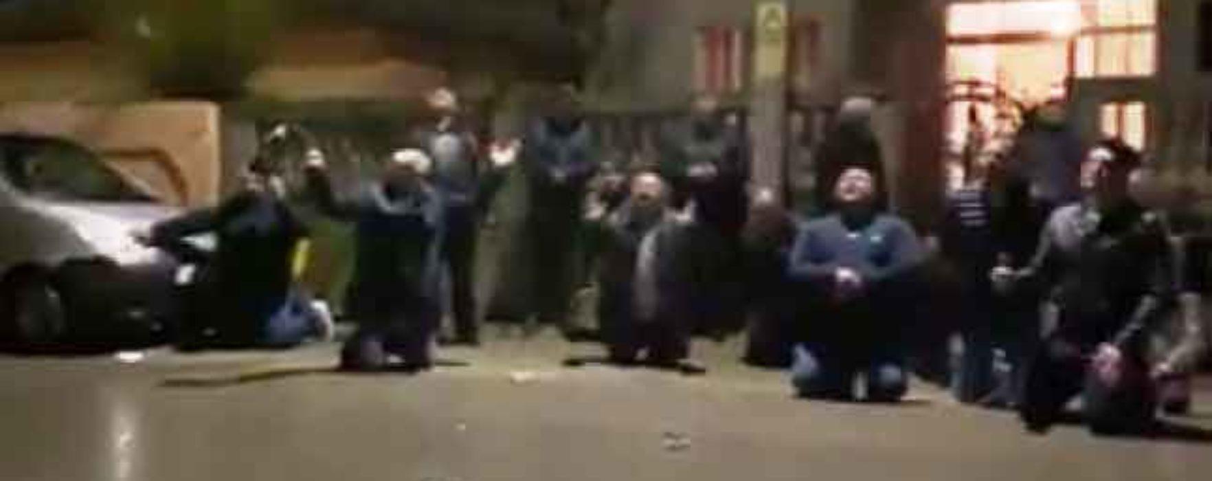"""Dâmboviţa: Zeci de persoane, amendate după ce au ieşit în stradă să se roage pentru """"oprirea molimei coronavirusului"""""""