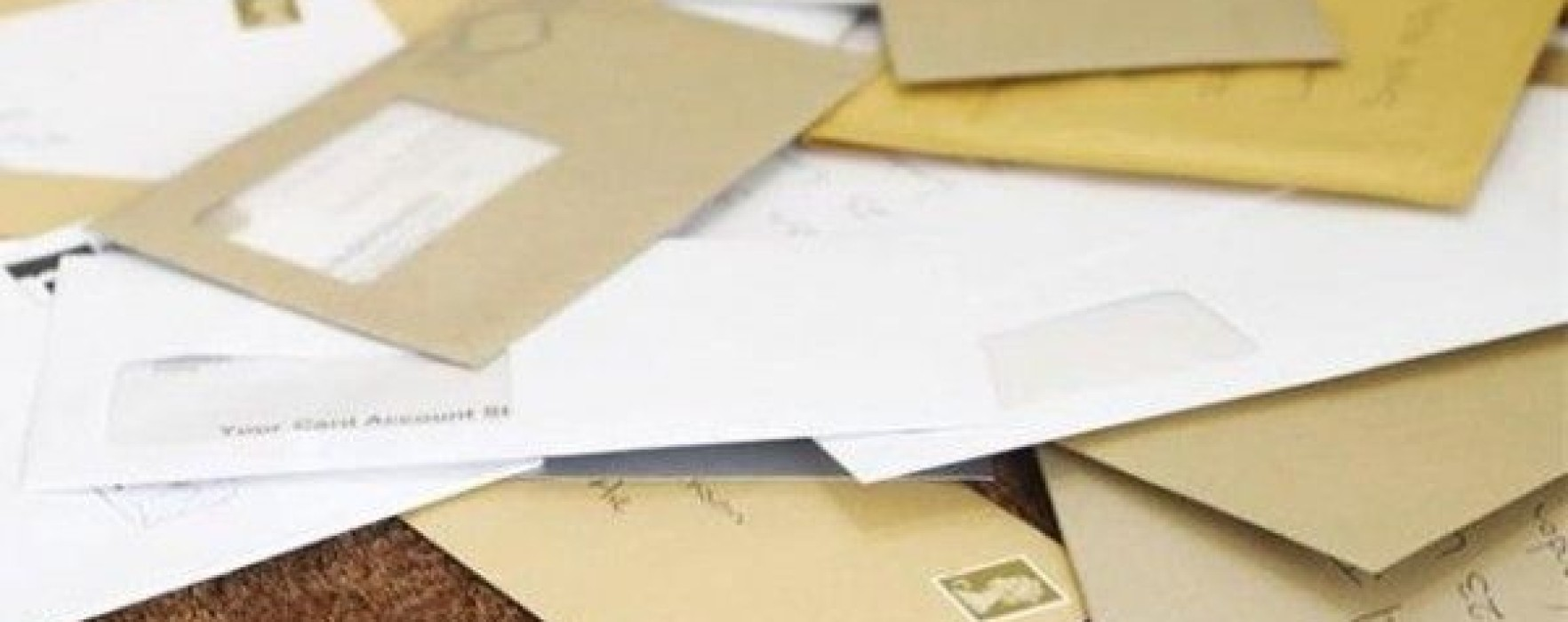 Mai mulţi saci cu scrisori au fost găsiţi în subsolul unui bloc din Pucioasa