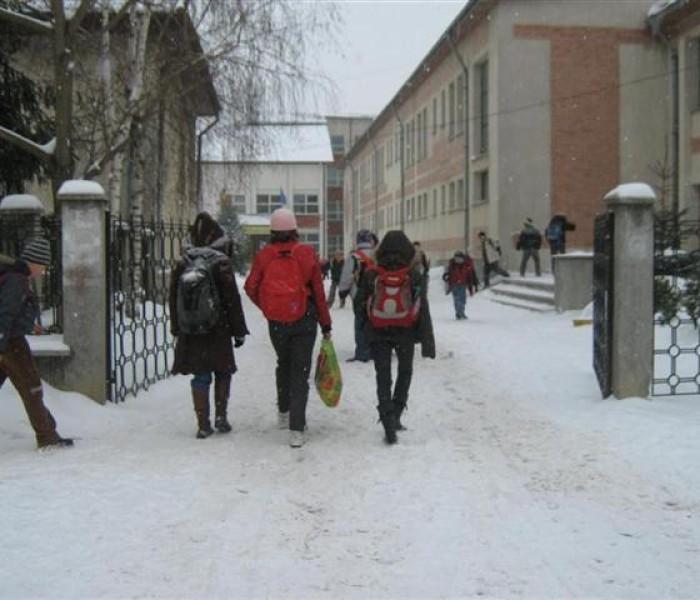 172 de şcoli şi grădiniţe din Dâmboviţa, închise şi marţi; vezi care sunt