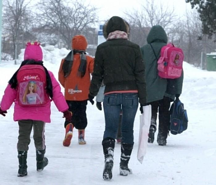 Autorităţile locale vor decide duminică după amiză dacă se vor închide şcolile