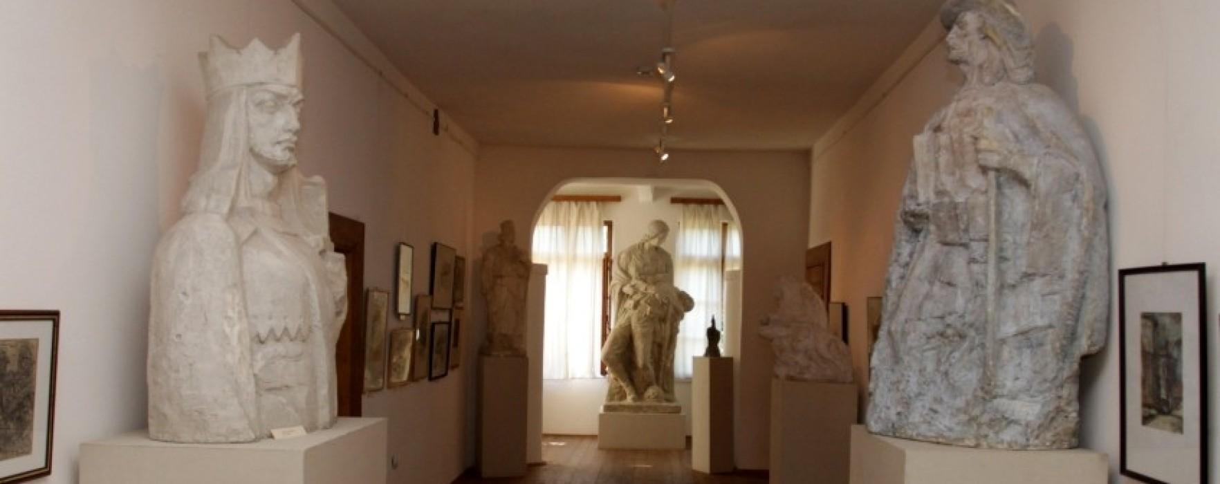 """Simpozion de sculptură """"Vasile Blendea"""", la Moreni"""