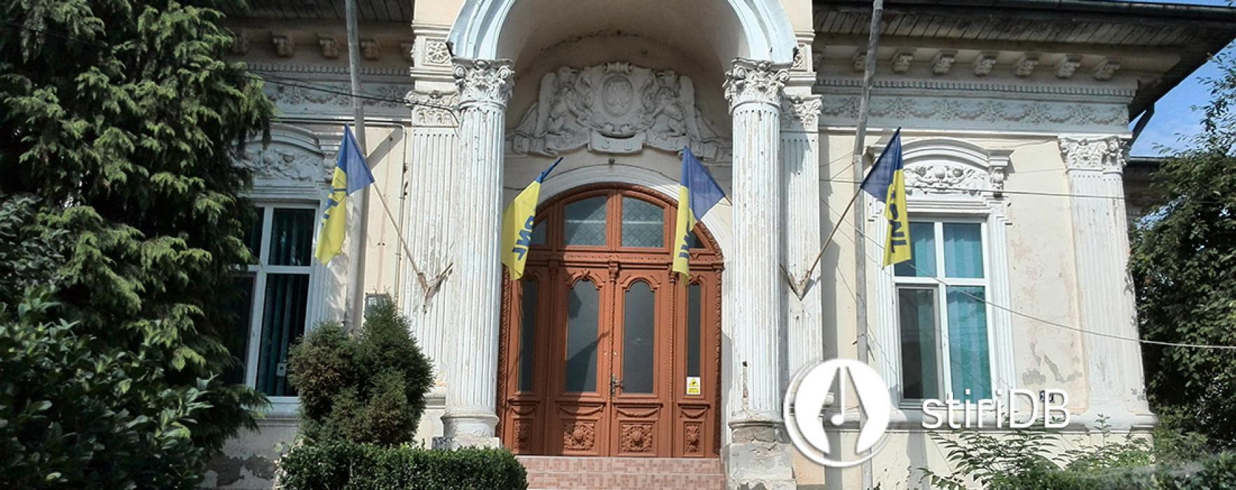 Gabriel Grozavu întrebat ce caută în sediul PNL Dâmboviţa (video)