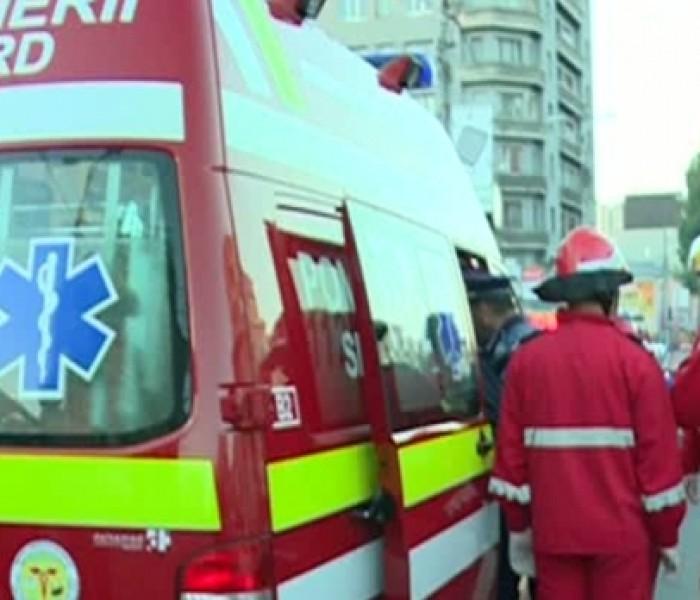 Un bărbat a căzut de pe o schelă, în Târgovişte