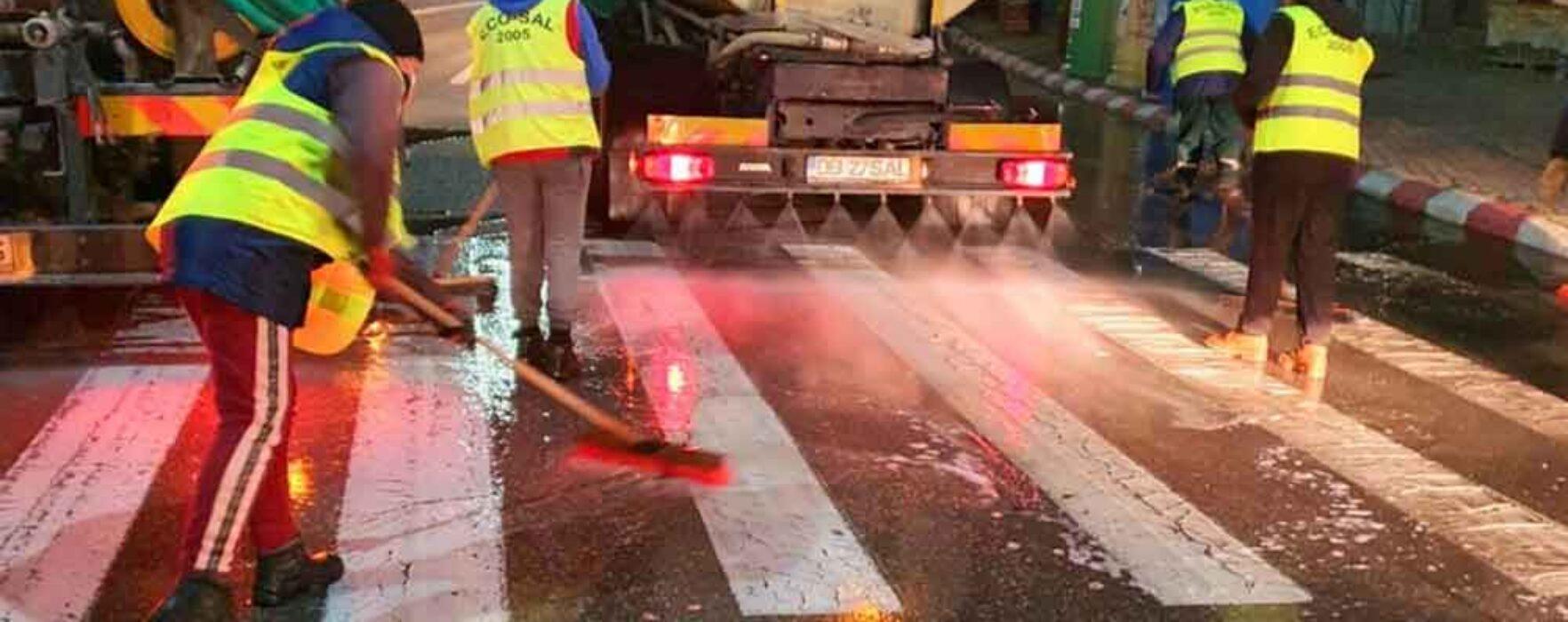 Târgovişte: Străzile şi trotuarele din municipiu sunt spălate noaptea