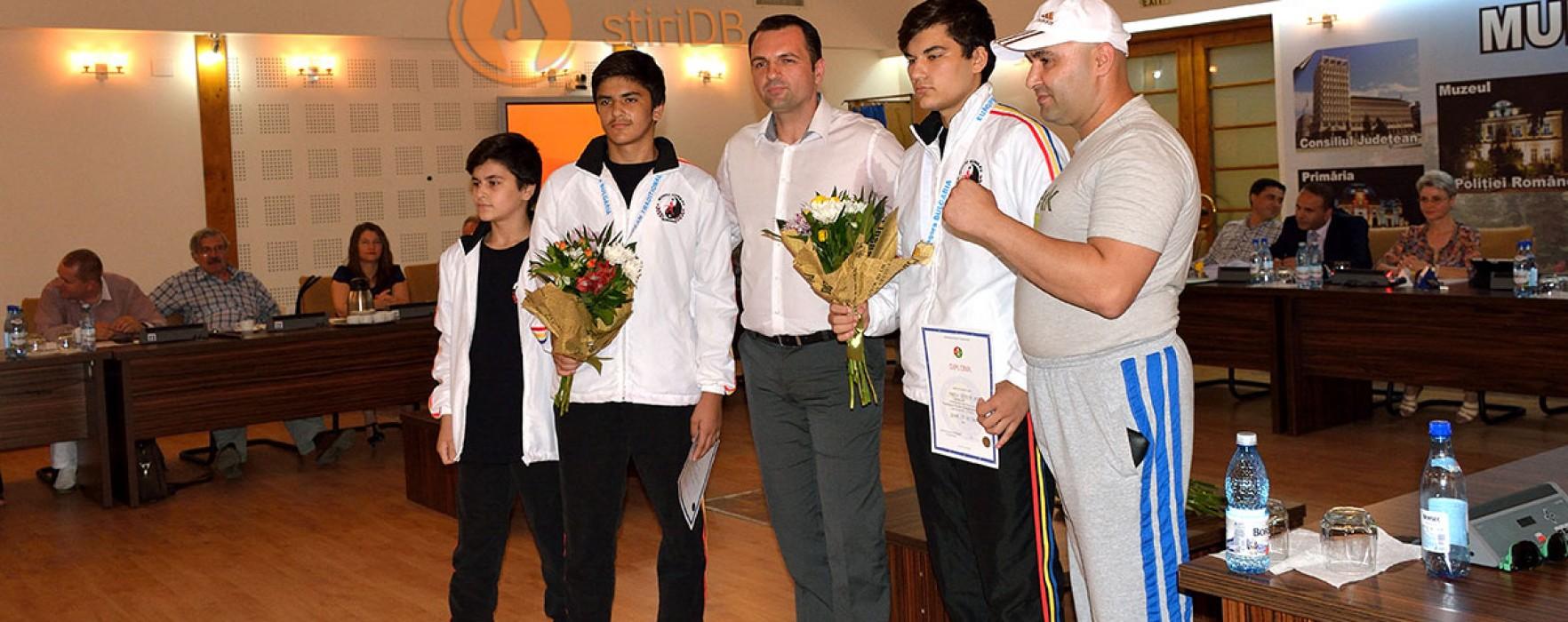 Campioni europeni de Wushu Kung-Fu, premiaţi de Consiliul Local Târgovişte