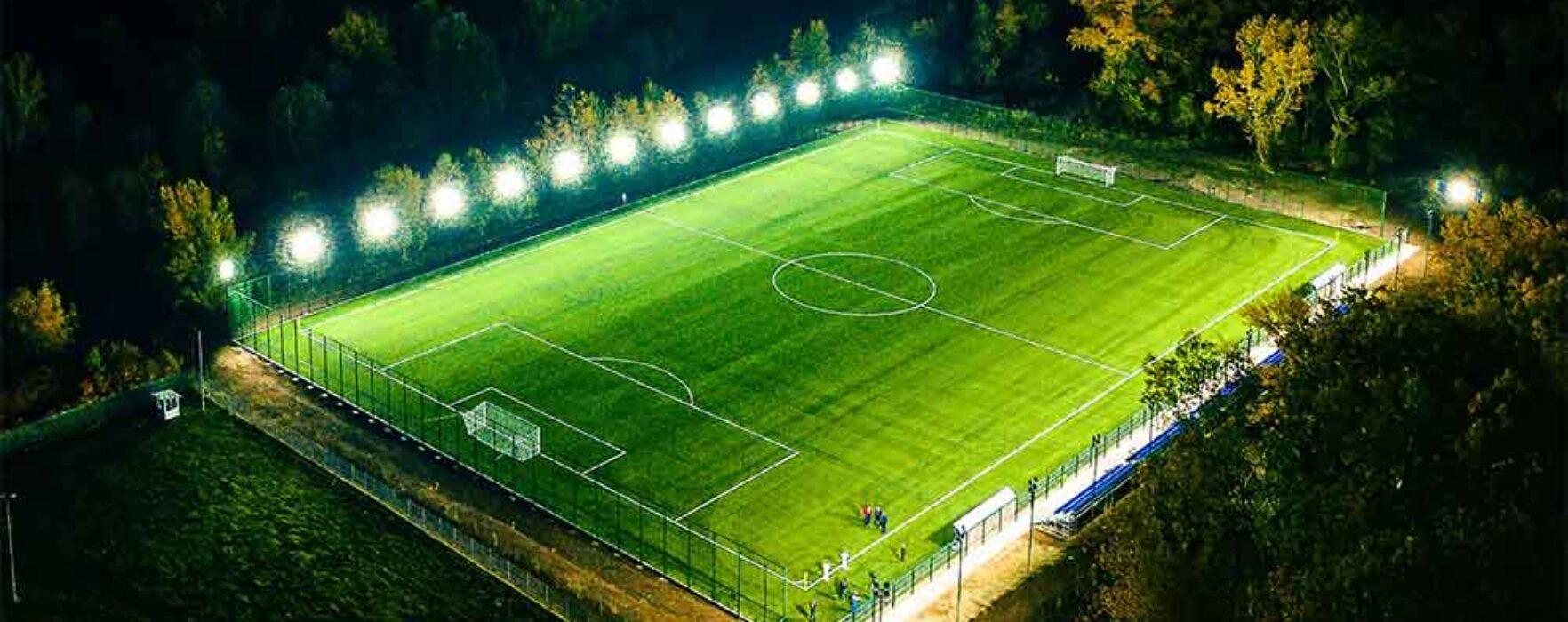 Târgovişte: Teren de fotbal cu gazon sintetic în vecinătatea Complexului de Nataţie