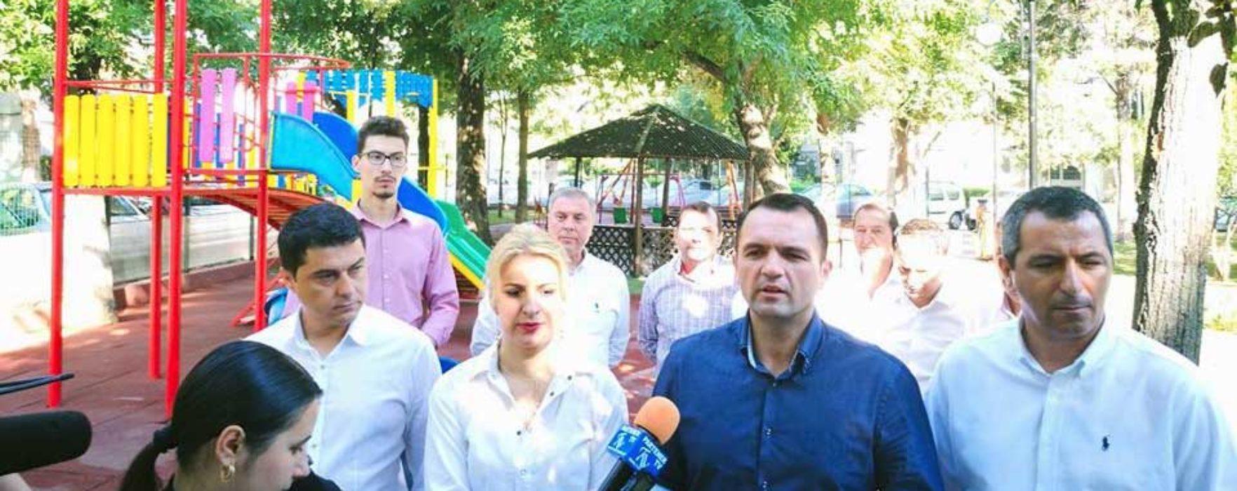 Târgovişte: Loc de joacă, realizat în Aleea Trandafirilor