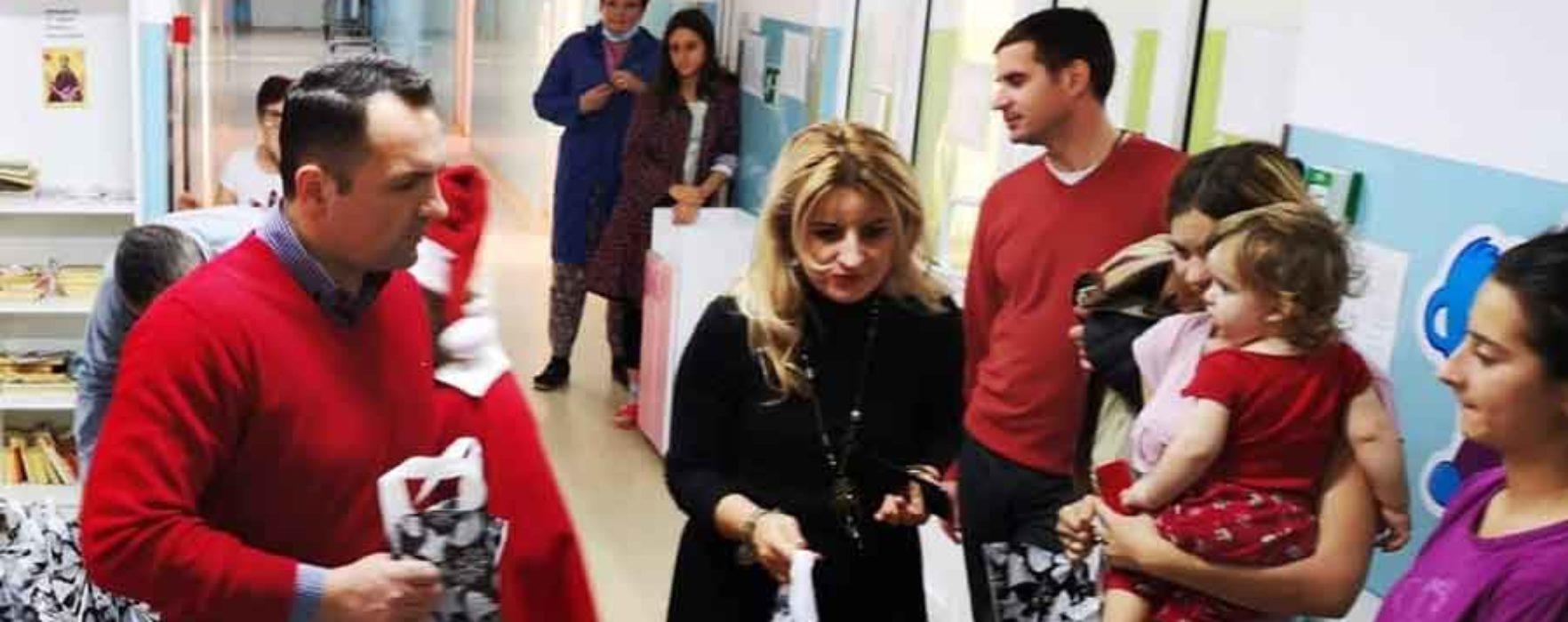 Moş Crăciun a sosit şi la Spitalul Judeţean Târgovişte