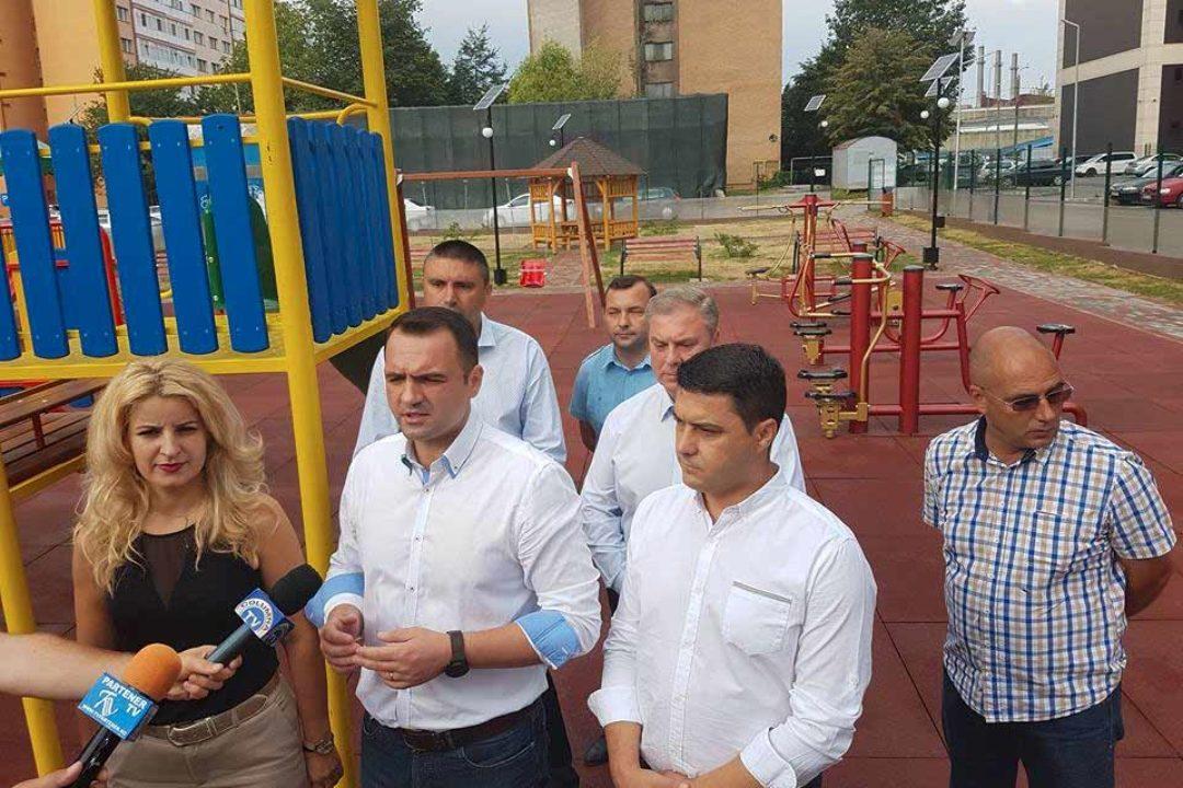 Târgovişte: Loc de joacă, realizat în micro 6, pe strada Arcaşilor