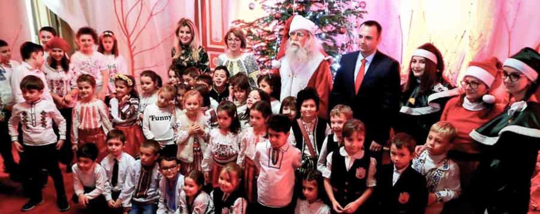 Moş Crăciun îi aşteaptă cu daruri pe copii la Primăria Târgovişte