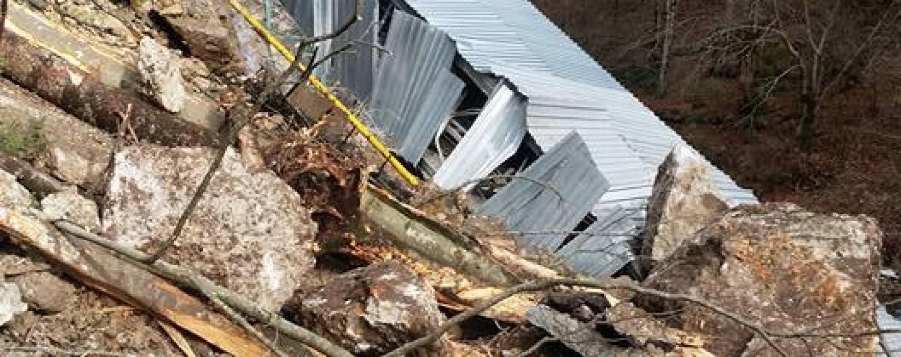 Dâmboviţa: Stâncă dislocată în zona montană, 800 de familii rămase fără apă