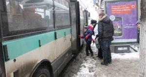 statie-autobuz-iarna