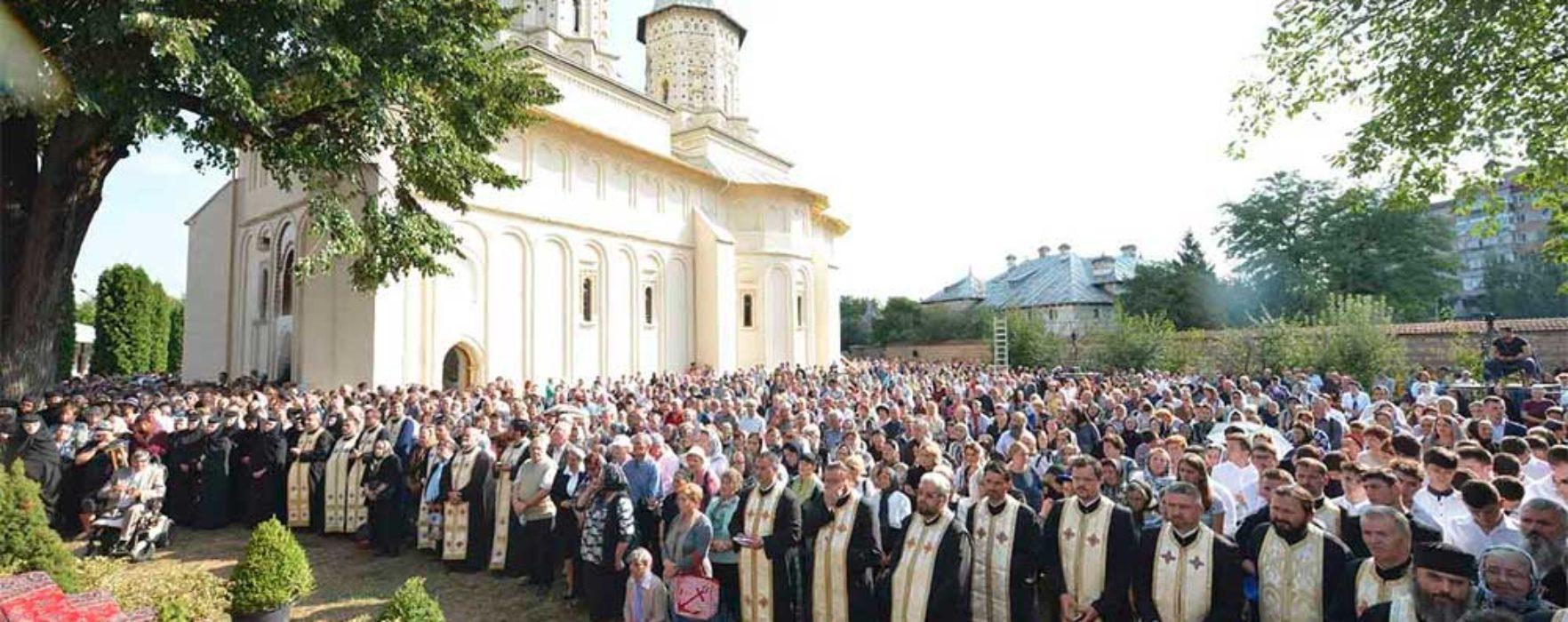 Târgovişte: Număr mare de credincioşi la sfinţirea Mănăstirii Stelea