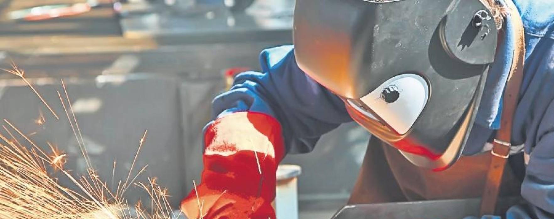 Se caută sudori şi strungari în Franţa, salariu între 1.500 şi 1.700 de euro