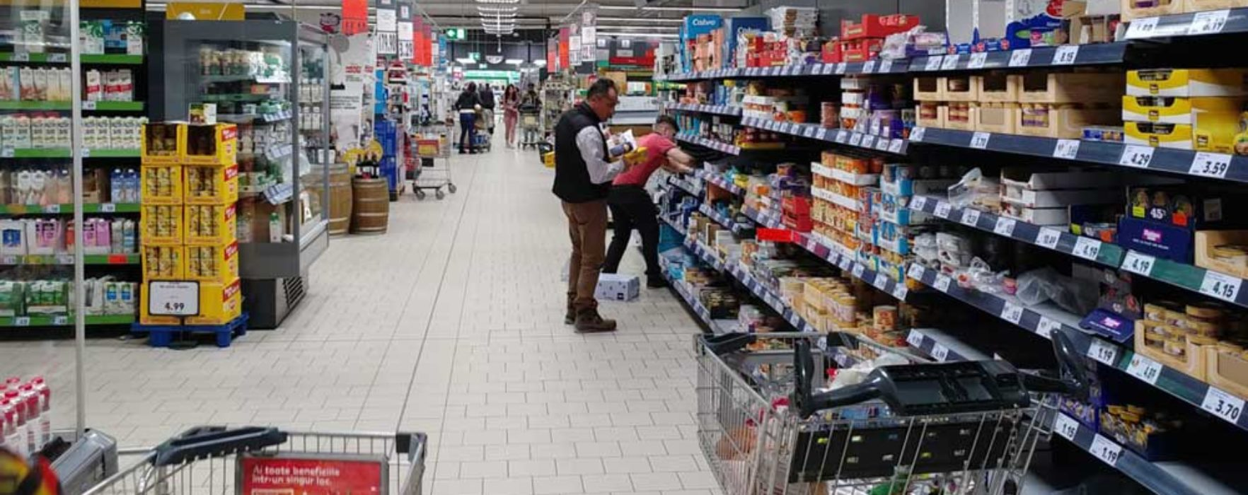 #Covid-19 Târgovişte: În supermarketuri sunt stocuri de mâncare, s-au vândut soluţiile de curăţenie (14 martie)