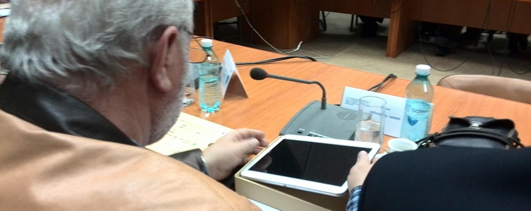 Consilierii judeţeni din Dâmboviţa, dotaţi cu tablete