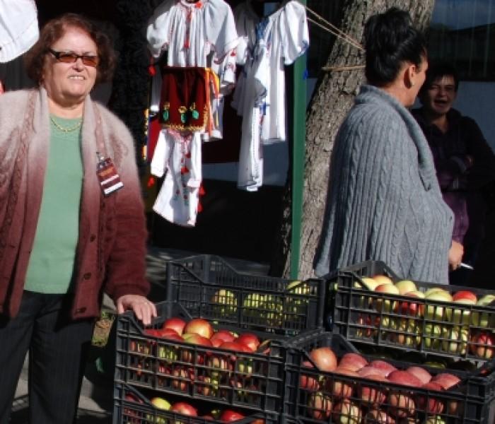 Târg săptămânal de produse tradiţionale, la Târgovişte