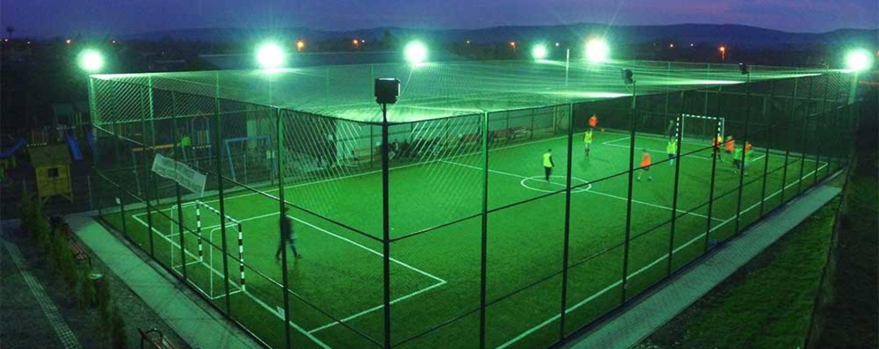 Primăria Târgovişte va construi, în parteneriat cu FRF, un teren de fotbal cu gazon sintetic