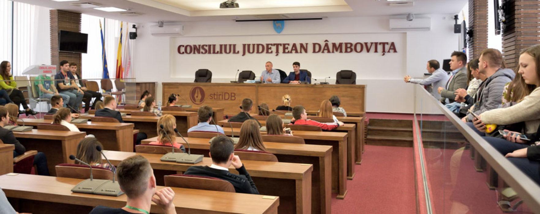Dâmboviţa: 100 de tineri din Republica Moldova, în vizită în judeţ, printr-un program guvernamental