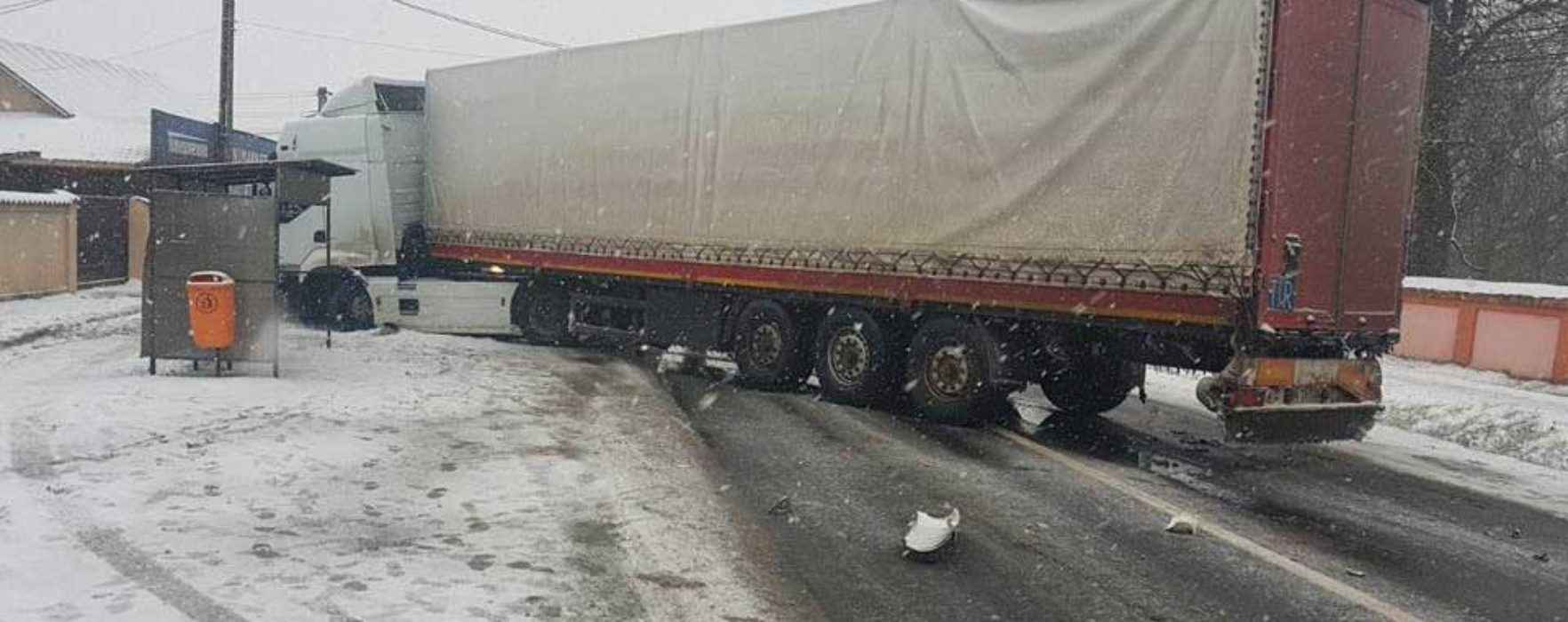 Dâmboviţa: Traficul pe DN Bucureşti-Târgovişte, blocat în zona Ghergani, după ce un TIR a intrat în coliziune cu un autoturism