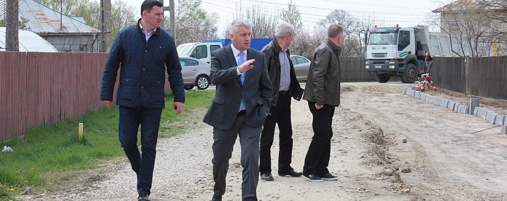 Preşedintele CJ Dâmboviţa, Adrian Ţuţuianu, pe teren la investiţiile din Titu