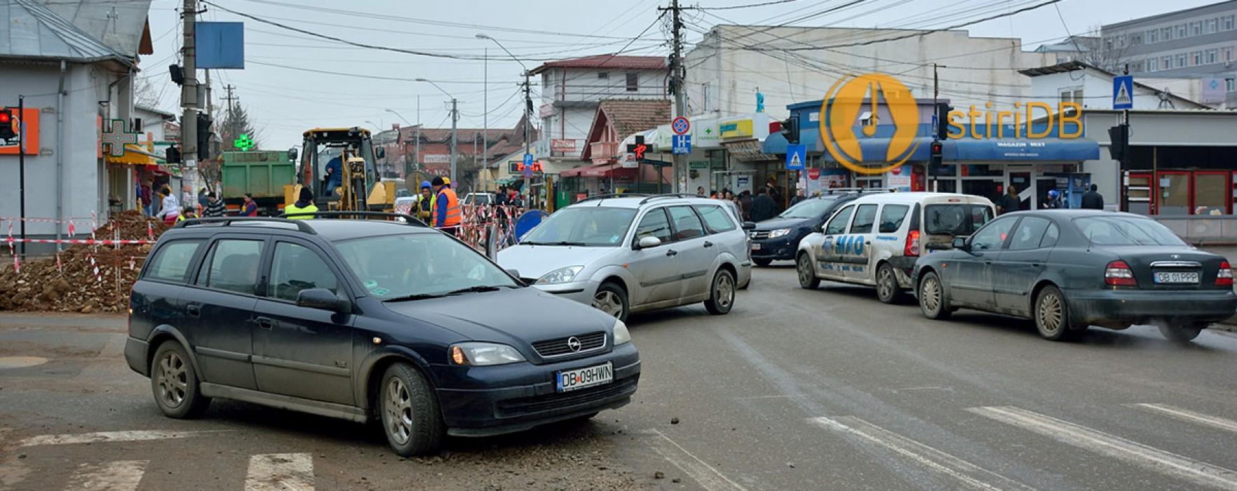 Târgovişte: Circulaţie blocată pe Bdul Tudor Vladimirescu