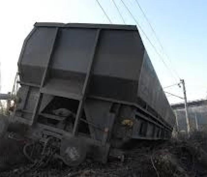 Tren mărfar, deraiat lângă Târgovişte, din cauză că au fost furate componente de cale ferată