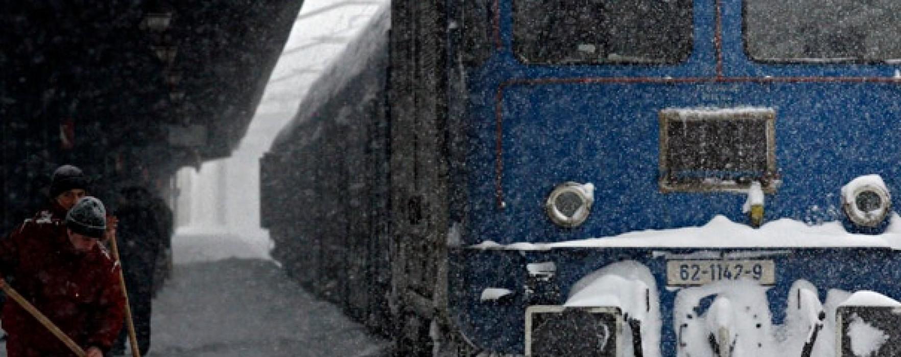 Tren blocat la Nucet