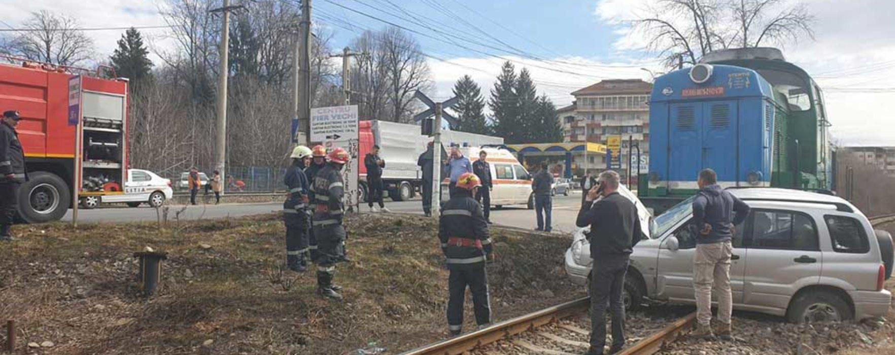 Dâmboviţa: Coliziune între o locomotivă de tren şi un autoturism; două persoane rănite